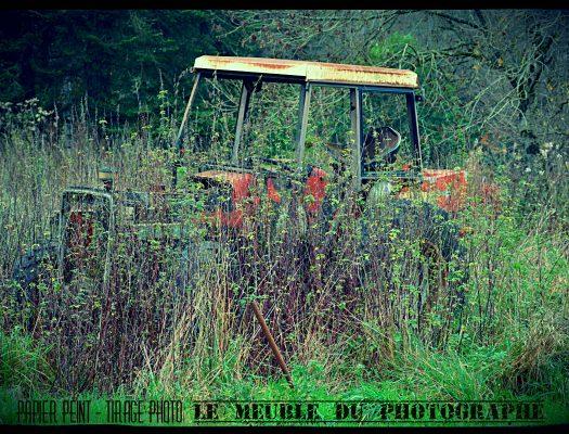 Tracteur abandonné