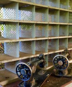 machines à coudre et bureau tri postal